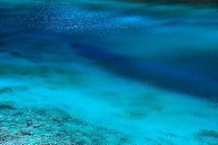 Μπλε επιφάνεια λιμνών στοκ εικόνες
