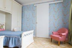 Μπλε εσωτερικό κρεβατοκάμαρων κοριτσιών Στοκ εικόνα με δικαίωμα ελεύθερης χρήσης