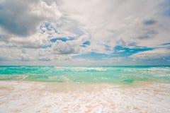 μπλε λευκό ουρανού άμμο&upsil στοκ φωτογραφίες