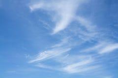 μπλε λευκό ουρανού σύννεφων χνουδωτό Στοκ φωτογραφίες με δικαίωμα ελεύθερης χρήσης