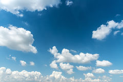 μπλε λευκό ουρανού σύννεφων όπως η ανασκόπηση είναι μπορεί να απεικονίσει τη σύσταση ουρανού χρησιμοποιούμενη Στοκ Εικόνα