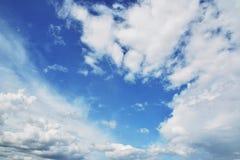 μπλε λευκό ουρανού σύννεφων Στοκ Εικόνες