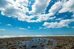 Μπλε ευρύς ουρανός γωνίας σε Playa EL Tunco Στοκ εικόνες με δικαίωμα ελεύθερης χρήσης