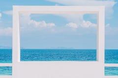 Μπλε θάλασσα και σύννεφα στον ουρανό, Ταϊλάνδη Στοκ Εικόνες