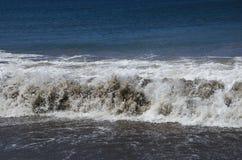Μπλε θάλασσα με τα κύματα Στοκ φωτογραφία με δικαίωμα ελεύθερης χρήσης
