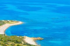 Μπλε θάλασσα στην ακτή της Σαρδηνίας Στοκ Φωτογραφία