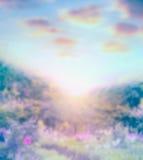 Μπλε θολωμένο υπόβαθρο φύσης με τον ουρανό ANG φωτός του ήλιου Στοκ εικόνα με δικαίωμα ελεύθερης χρήσης