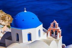 Μπλε θόλοι Santorini Ελλάδα στοκ φωτογραφία με δικαίωμα ελεύθερης χρήσης