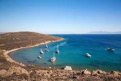 Μπλε λιμνοθάλασσα και σκάφη Άποψη άνωθεν σχετικά με τη θάλασσα Στοκ φωτογραφία με δικαίωμα ελεύθερης χρήσης
