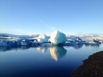 Μπλε λιμνοθάλασσα παγετώνων Στοκ Εικόνες