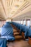 Μπλε καθίσματα στην παλαιά επιβατική αμαξοστοιχία Στοκ εικόνα με δικαίωμα ελεύθερης χρήσης