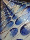 Μπλε και άσπρη πάροδος καρφιτσών μπόουλινγκ Στοκ φωτογραφία με δικαίωμα ελεύθερης χρήσης