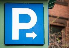 Μπλε και άσπρο σημάδι χώρων στάθμευσης Στοκ εικόνα με δικαίωμα ελεύθερης χρήσης