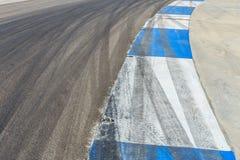 Μπλε και λευκό κυκλωμάτων αγώνα μηχανών Στοκ εικόνα με δικαίωμα ελεύθερης χρήσης