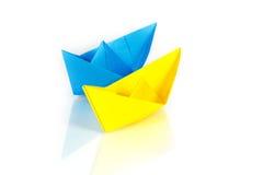 Μπλε και κίτρινα σκάφη εγγράφου Στοκ Εικόνες