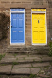 Μπλε και κίτρινη πόρτα Στοκ εικόνες με δικαίωμα ελεύθερης χρήσης
