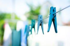 Μπλε καρφίτσα στο σχοινί Στοκ εικόνα με δικαίωμα ελεύθερης χρήσης