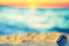 Μπλε καρδιά στην παραλία Στοκ Εικόνες