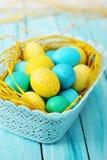 Μπλε καλάθι των αυγών Στοκ Εικόνα