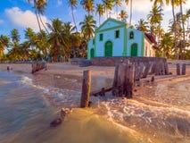 μπλε καλοκαίρι ουρανού θάλασσας εκκλησιών παραλιών στοκ φωτογραφία με δικαίωμα ελεύθερης χρήσης