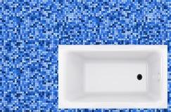 Μπλε κεραμίδια και λουτρό μωσαϊκών στο πάτωμα Στοκ Φωτογραφία
