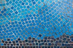 Μπλε κεραμίδια μωσαϊκών στον τοίχο Στοκ εικόνες με δικαίωμα ελεύθερης χρήσης