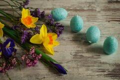 Μπλε κεριά υπό μορφή αυγών Πάσχας Διακοσμήσεις παράδοσης Στοκ εικόνα με δικαίωμα ελεύθερης χρήσης
