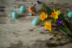 Μπλε κεριά υπό μορφή αυγών Πάσχας και λαγουδάκι Πάσχας Στοκ φωτογραφία με δικαίωμα ελεύθερης χρήσης