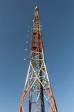 μπλε κινητός πύργος τηλεπικοινωνιών σταθμών τηλεφωνικού ουρανού βάσεων Στοκ Φωτογραφίες