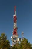 μπλε κινητός πύργος τηλεπικοινωνιών σταθμών τηλεφωνικού ουρανού βάσεων Στοκ φωτογραφία με δικαίωμα ελεύθερης χρήσης