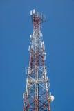 μπλε κινητός πύργος τηλεπικοινωνιών σταθμών τηλεφωνικού ουρανού βάσεων Στοκ Εικόνες