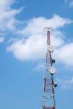 μπλε κινητός πύργος τηλεπικοινωνιών σταθμών τηλεφωνικού ουρανού βάσεων Στοκ φωτογραφίες με δικαίωμα ελεύθερης χρήσης