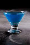 Μπλε κοκτέιλ Brigh Στοκ εικόνες με δικαίωμα ελεύθερης χρήσης