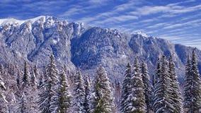 Μπλε κορυφή βουνών στοκ εικόνα
