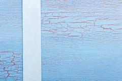 Μπλε κορδέλλα και shabby μπλε κόκκινο υπόβαθρο Στοκ φωτογραφίες με δικαίωμα ελεύθερης χρήσης