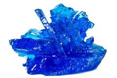 Μπλε κρύσταλλα vitriol, θειικό άλας χαλκού, που απομονώνεται στην άσπρη πλάτη Στοκ φωτογραφία με δικαίωμα ελεύθερης χρήσης
