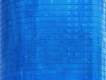Μπλε κτήριο καμπυλών παραθύρων επίπεδο Στοκ εικόνες με δικαίωμα ελεύθερης χρήσης