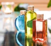 Μπλε κόκκινος μπουκαλιών αρώματος και κίτρινος Στοκ φωτογραφία με δικαίωμα ελεύθερης χρήσης