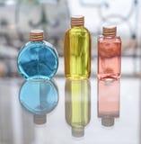 Μπλε κόκκινος μπουκαλιών αρώματος και κίτρινος Στοκ εικόνα με δικαίωμα ελεύθερης χρήσης