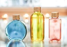 Μπλε κόκκινος μπουκαλιών αρώματος και κίτρινος Στοκ φωτογραφίες με δικαίωμα ελεύθερης χρήσης