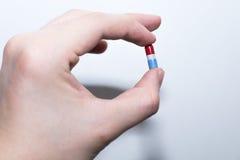 μπλε κόκκινο χαπιών Στοκ φωτογραφίες με δικαίωμα ελεύθερης χρήσης