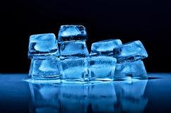 Μπλε κύβοι πάγου Στοκ Φωτογραφία