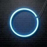 Μπλε κύκλος νέου που απομονώνεται στο μαύρο τουβλότοιχο Στοκ εικόνα με δικαίωμα ελεύθερης χρήσης