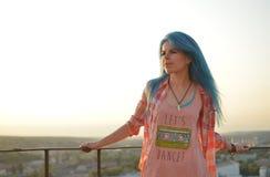 Μπλε-μαλλιαρό κορίτσι Στοκ Φωτογραφίες