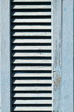 Μπλε μεσογειακό παραθυρόφυλλο παραθύρων Στοκ φωτογραφία με δικαίωμα ελεύθερης χρήσης