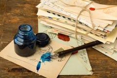 Μπλε μελάνι και παλαιές επιστολές Στοκ εικόνες με δικαίωμα ελεύθερης χρήσης