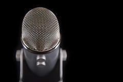 Μπλε μικρόφωνο συμπυκνωτών Yeti Podcast Στοκ εικόνα με δικαίωμα ελεύθερης χρήσης