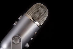 Μπλε μικρόφωνο συμπυκνωτών Yeti Podcast Στοκ Εικόνες