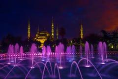 Μπλε μουσουλμανικό τέμενος & μπλε ώρα στοκ φωτογραφία με δικαίωμα ελεύθερης χρήσης