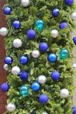 Μπλε μπιχλιμπίδια Χριστουγέννων στοκ φωτογραφίες με δικαίωμα ελεύθερης χρήσης